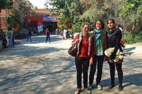 Ces trois jeunes étudiantes françaises ont décidé de venir en Inde pour poursuivre leurs études.
