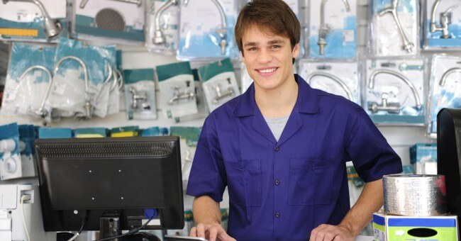 armature_faucet_shop_young_man_sell_assistant