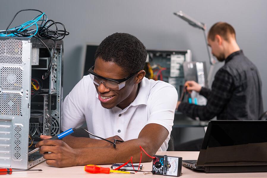 devenir un technicien spécialisé en informatique
